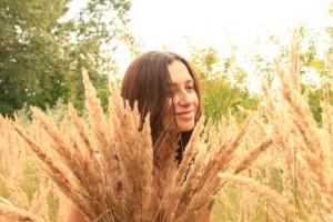 Woman-on-Grass__61745-480x320